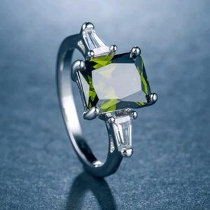 New Sterling silver stamped ring green peridot💍